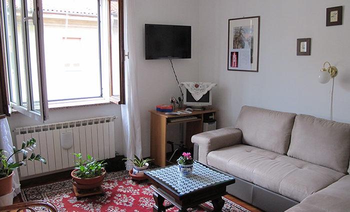 Appartamento ultimo piano soleggiato zona Ospedale rif. V1603